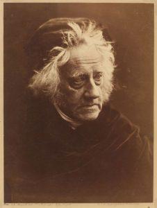 Photographie de Sir John Herschel réalisé par Julia Margaret Cameron grâce au procédé du collodion humide